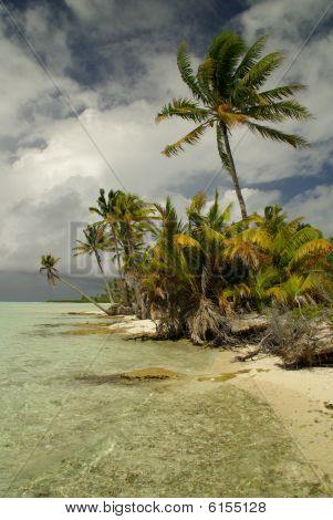 Tetiaora Lagoon in Polynesia