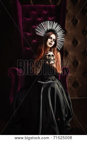 Horror Photo: Beautiful Gothic Girl In Black Dress Holds The Skull