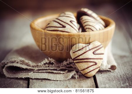 gingerbread heart in a bowl