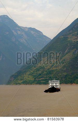 Sunny Scenery Along The Yangtze River In China