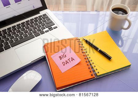 Reminder Note On Paper With Big Data Word