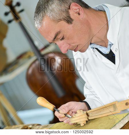 Craftsman working in workshop lutemaker, Violin maker