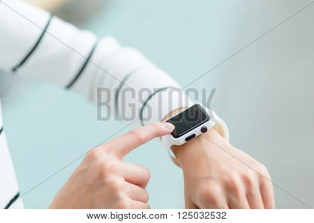 Woma use of smart watch