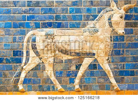 Ancient sumerian tle panel depicting animals