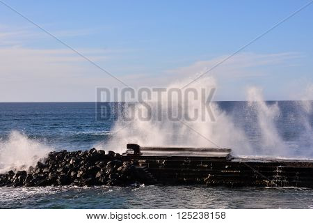 Photo Picture of a BIg Wave in the Ocean