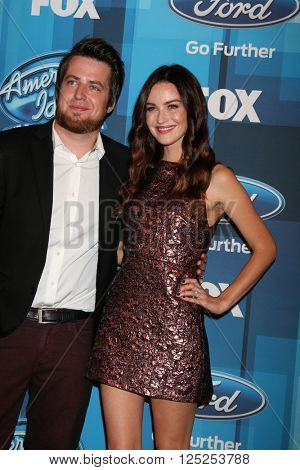 LOS ANGELES - APR 7:  Lee DeWyze, Jonna Walsh at the American Idol FINALE Arrivals at the Dolby Theater on April 7, 2016 in Los Angeles, CA