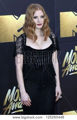 LOS ANGELES - APR 9:  Jessica Chastain at the 2016 MTV Movie Awards Arrivals at the Warner Brothers Studio on April 9, 2016 in Burbank, CA