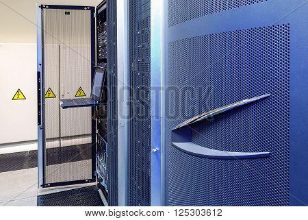 modern supercomputer terminal management in the data center