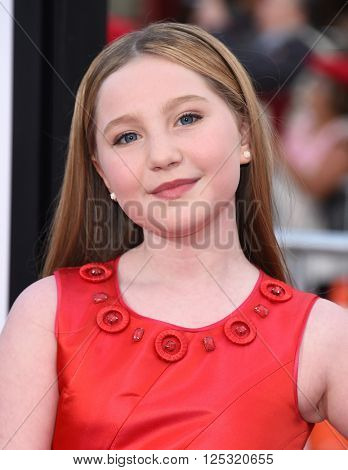 LOS ANGELES - MAR 28:  Ella Anderson arrives to the