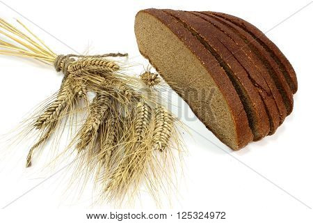 Spikelets and slices of fresh of brown bread
