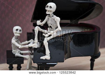 a skeleton pianist and a skeleton singer