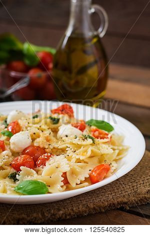 Farfalle Pasta - Caprese Salad With Tomato, Mozzarella And Basil