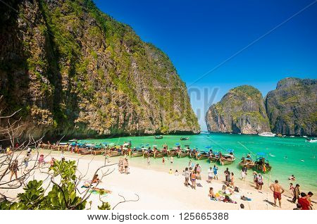 Phi Phi Leh Thailand - February 2 2014: crowded tourist on the maya bay beach