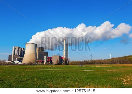 picture of a fossil fuel power station