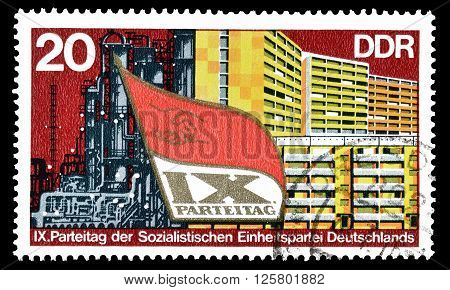 GERMAN DEMOCRATIC REPUBLIC- CIRCA 1976 : Cancelled postage stamp printed by German Democratic Republic, that shows industry and new buildings.