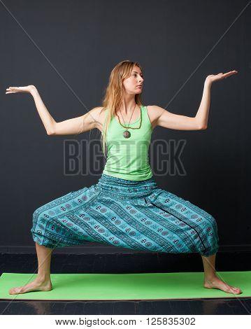 Yoga. Rudrasana.