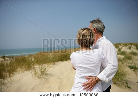 Couple embraced face to the sea