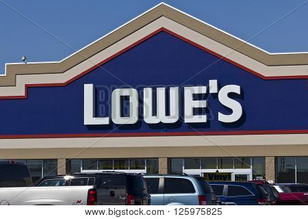 Indianapolis - Circa April 2016: Lowe's Home Improvement Warehouse. Lowe's Helps Customers Improve the Places They Call Home