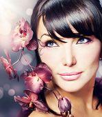 Постер, плакат: Красивые здоровая женщина с цветком Орхидея