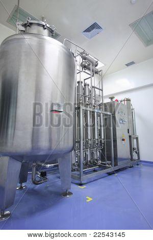 Destilador de agua en fábrica