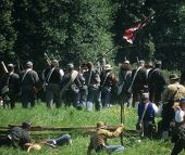 picture of yanks  - Confederate soldiers advance