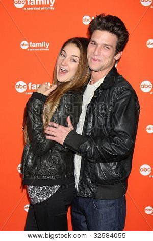 daren kagasoff y shailene woodley dating She keeps her romances out of the spotlight but recently, shailene woodley revealed she's currently in love when she chatted about the current status of her love life for the april issue of elle magazine.