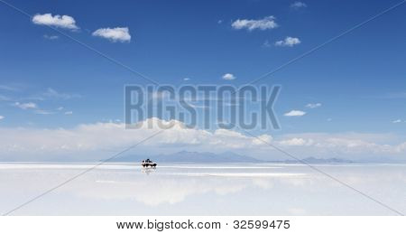 4WD in the moiddle of Salar de Uyuni, Salt flat in Bolivia