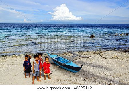 Children from the Cogon Village near boat.