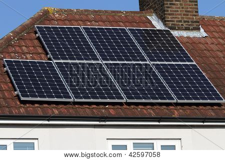 Solar photovoltaic panel array