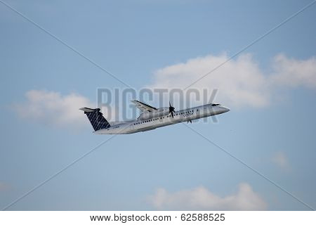 Porter Q400 turboprop airplane