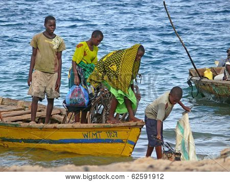 Mtwara, Tanzania - December 3, 2008: Unknown Men Fishermen Sailed From Fishing On The Shore.