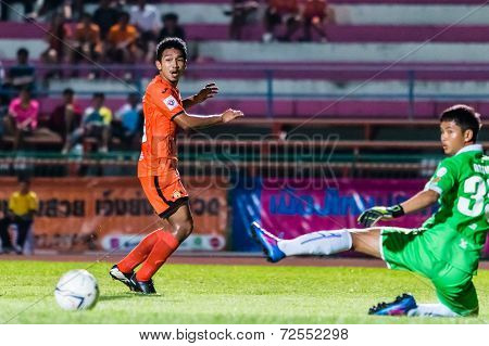 Sisaket Thailand-september 21: Tadpong Lar-tham Of Sisaket Fc. Shooting Ball During Friendly Match B
