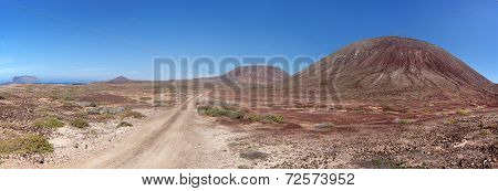 La Graciosa - Sandy dirt road past the Montana del Mojon