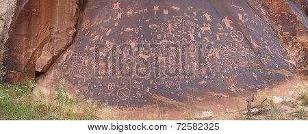 panorama-Newspaper Rock