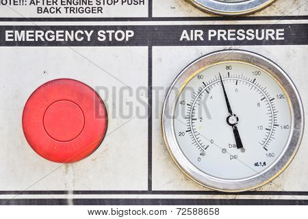 Pressure gauge for measuring pressure in the system, Oil and gas process