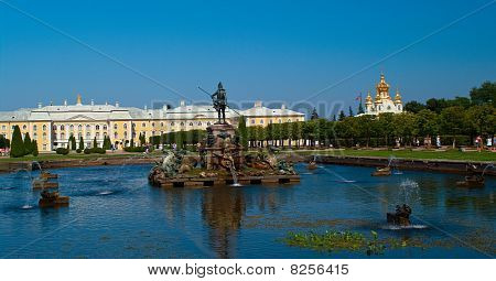 Peterhof Palace And Fountain