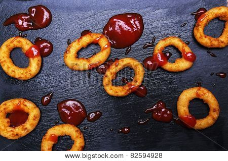 Onion rings on the wooden table