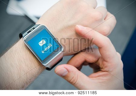 New E-mail Notification On Smart Watch Connected To Smart Phone