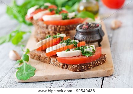 Useful dietary sandwiches with mozzarella, tomatoes and rye bread