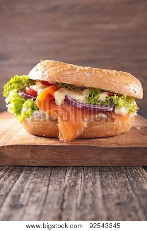 bagel with salmon and cheese