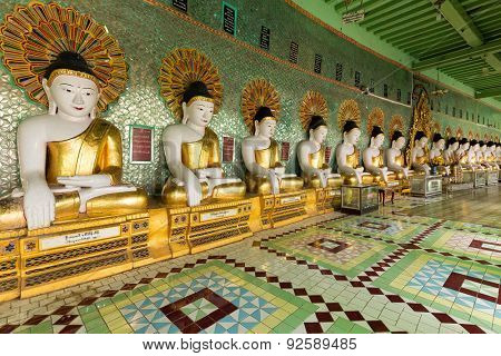 Golden Buddha statues row in the U-Min Thonze pagoda, Sagaing, Myanmar (Burma)