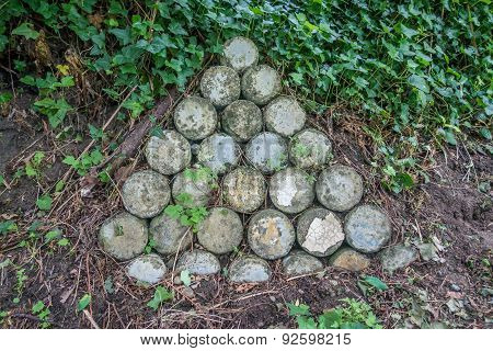 Triangle Cylinder Retaining Wall
