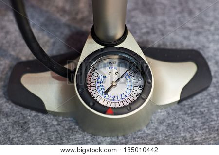 The manometer pump for the bike close-up