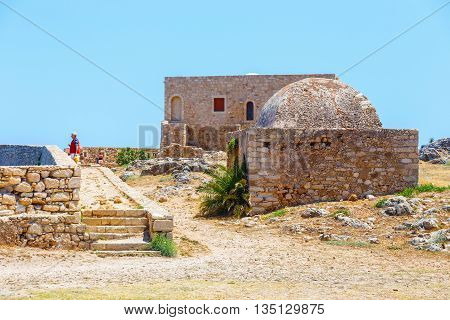 Rethymno, Crete - 27 Maj, 2016 : Unidentified People Visit Venetian Fortress Fortezza In Rethymno, G