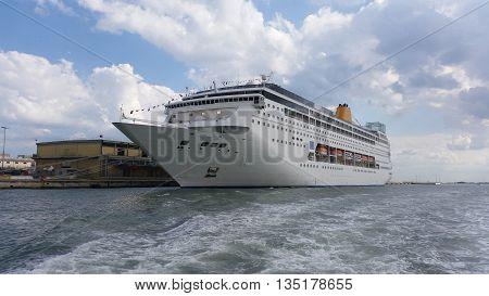 The Giant Ocean Cruise Ship