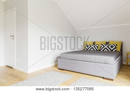 Simple Style Bedroom Idea