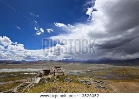 Tibet: samding gompa under the blue sky