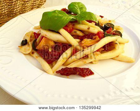 Italian pasta Maccheroni al ferretto con verdure