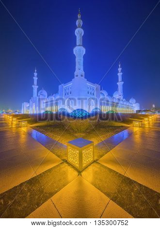 Sheikh Zayed Grand Mosque at dusk, Abu-Dhabi, UAE