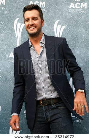 NASHVILLE, TN-SEP 1: Luke Bryan attends the 9th Annual ACM Honors at the Ryman Auditorium on September 1, 2015 in Nashville, Tennessee.